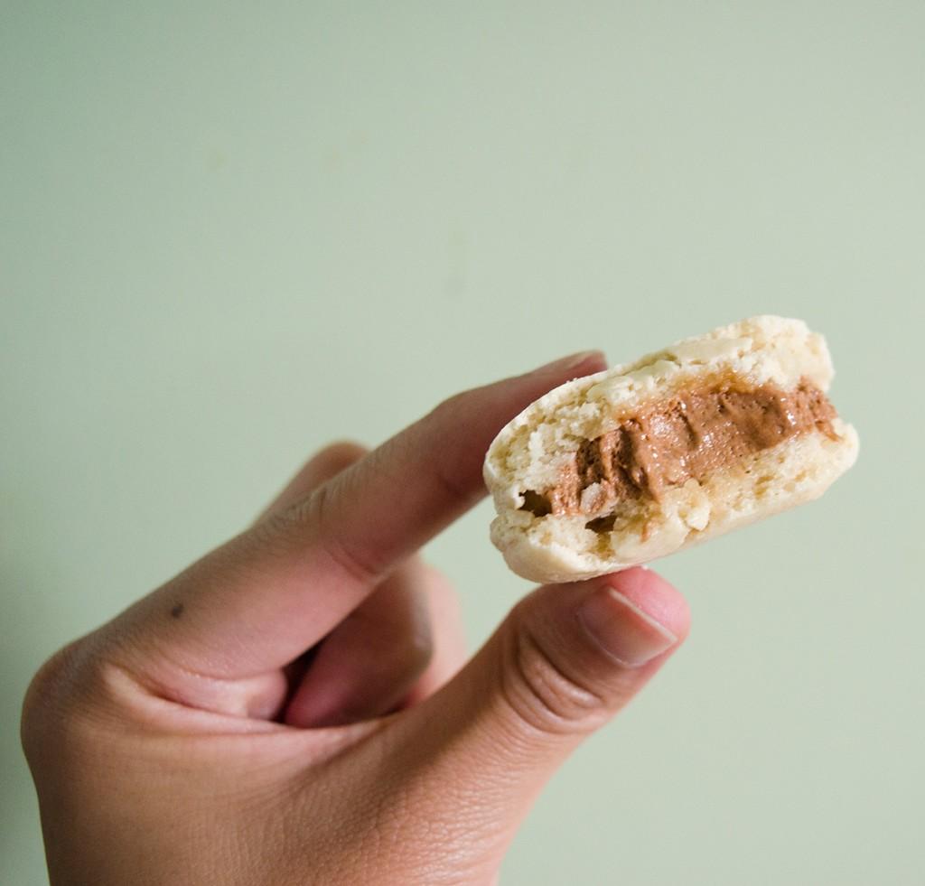 hanhgry.com | salted caramel macaron