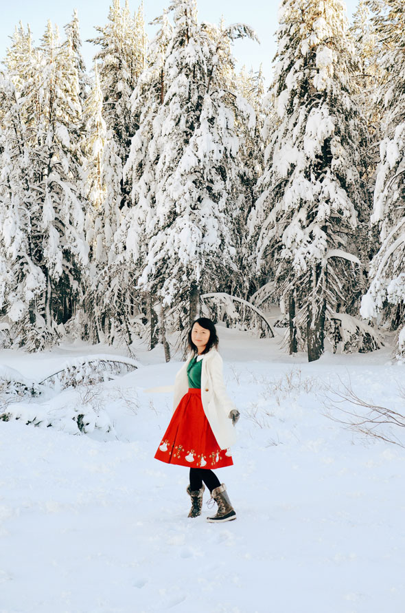 hanhgry.com | red gingerbread skirt spinning in the snow